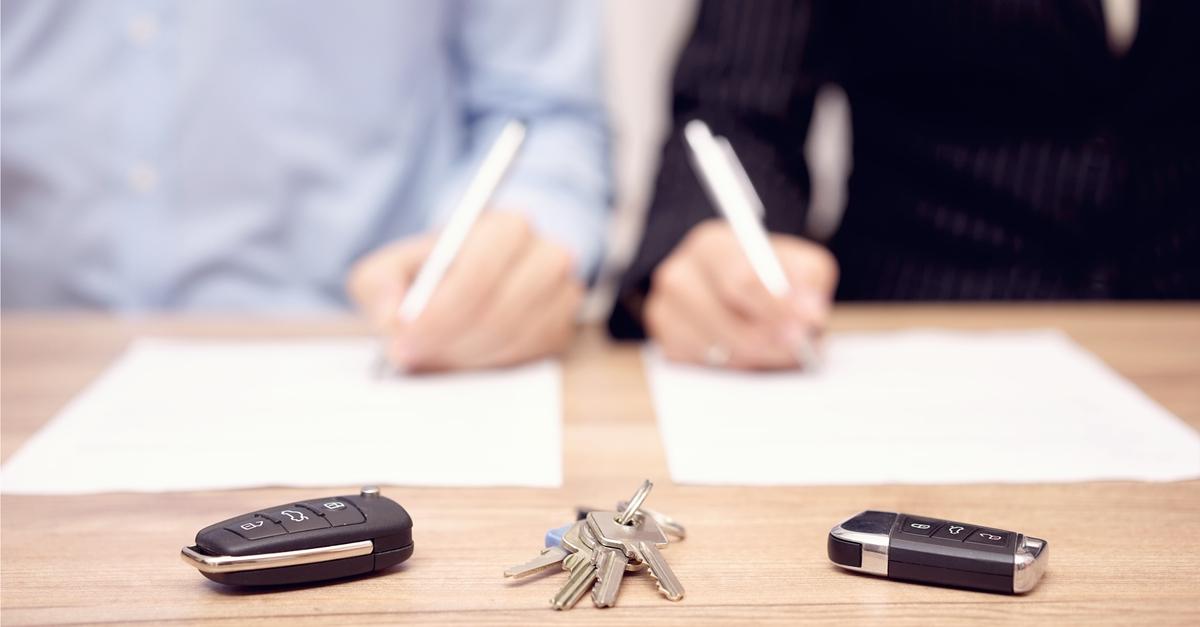 Et par underskriver avtale om f.eks. skilsmisse, ektepakt, samboeravtale, samværsavtale, arv.