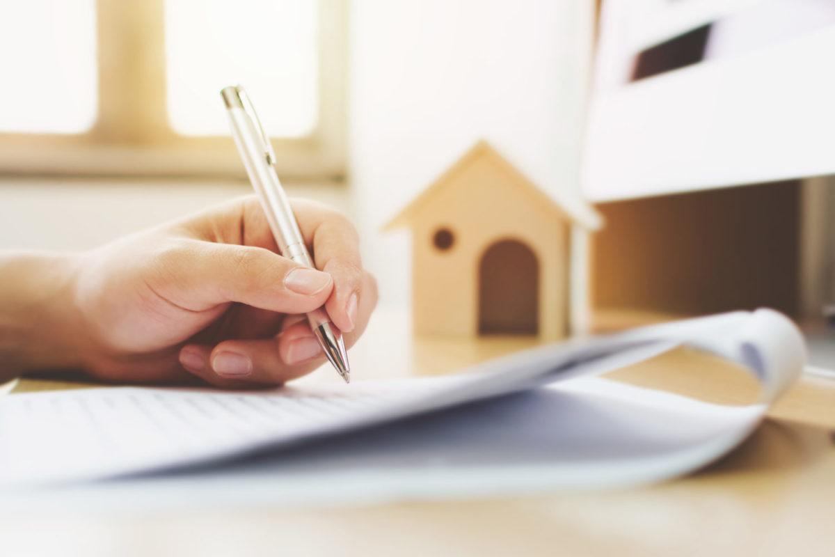 hånd signerer dokument, testament, Ny arvelov og skiftelov